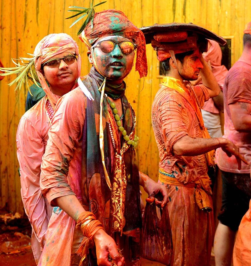14. ఉత్తరప్రదేశ్లో నంద్గావ్లోని రాధాకృష్ణ ఆలయంలో హోలీ వేడుకలు. (Image: Subhash Barolia)