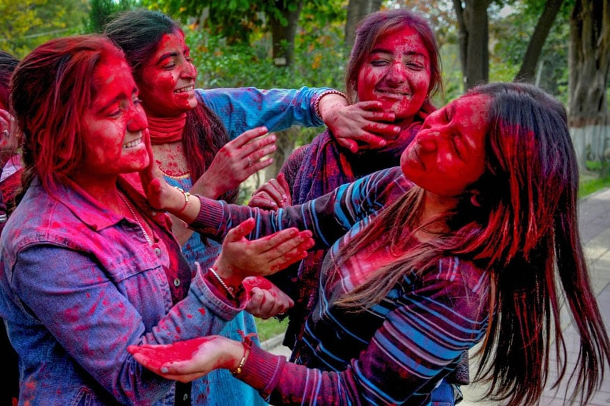 3. అమృత్సర్లో హోలీ వేడుకలు. (Image: PTI)