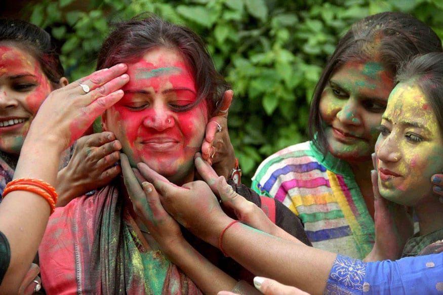 59. అల్లాహాబాద్లో హోలీ వేడుకల్లో అమ్మాయిలు. (Image: PTI)