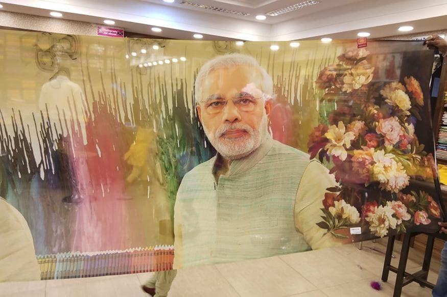3. ఉడిపిలోని ఓ షాపులో ప్రధానమంత్రి నరేంద్ర మోదీ బొమ్మతో ఉన్న చీర. (Image: Special Arrangement)