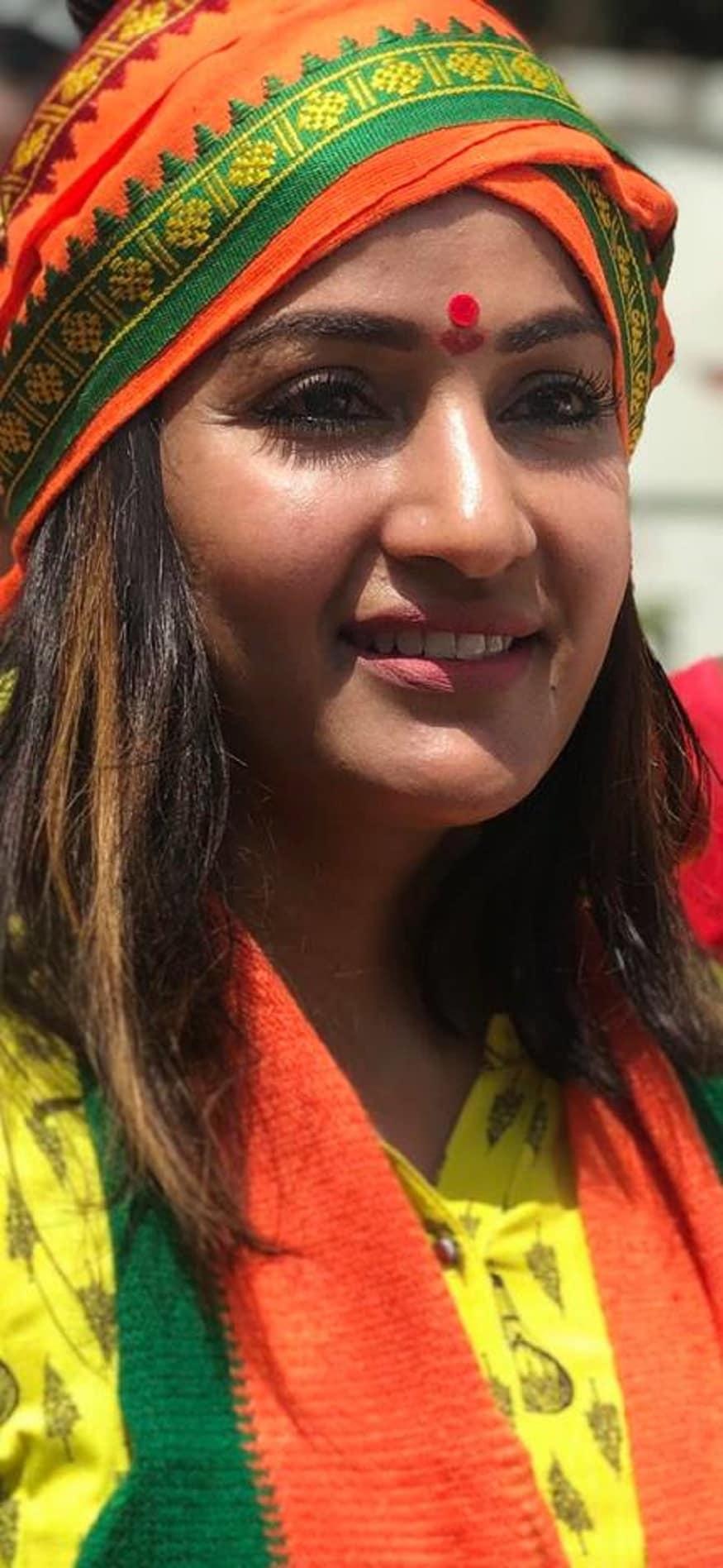 రాజకీయాల్లోకి రాకముందు పవన్ కల్యాణ్ తరపున హైదరాబాద్లో నిరసన దీక్ష చేశారు మాధవీలత. ఇప్పుడు ఎన్నికల సమయంలో ఆమె బీజేపీలో చేరారు. (Image : Facebook)