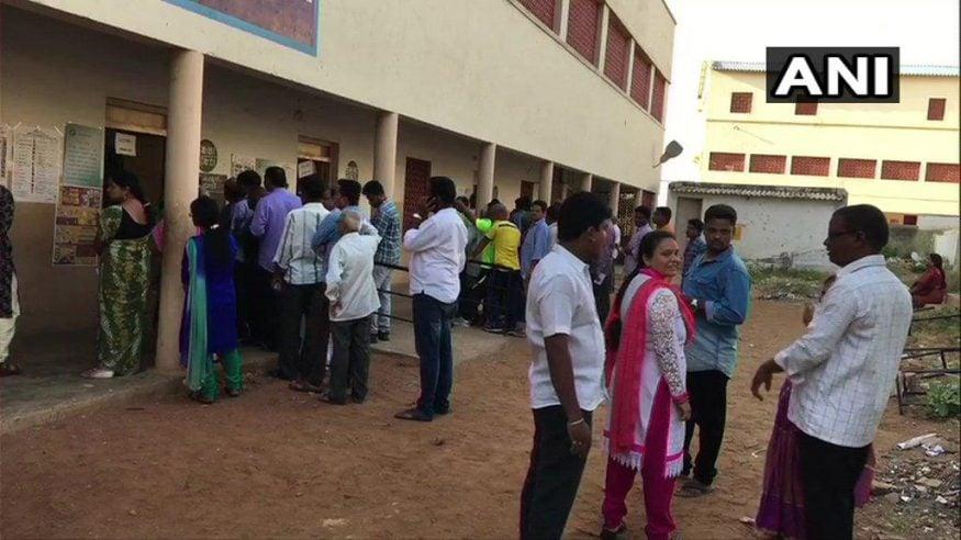 పోలింగ్ కేంద్రాల దగ్గర బారులు తీరిన ఓటర్లు (Image : ANI)