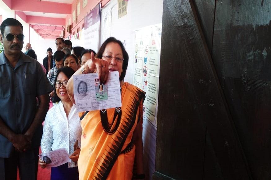 ఇంఫాల్లో ఓటు హక్కు వినియోగించుకున్న మణిపూర్ గవర్నర్ డా.నజ్మా హెప్తుల్లా