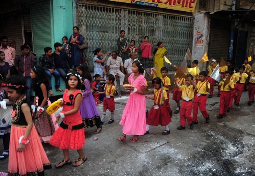 ప్రయాగ్రాజ్లో నిర్వహించిన హనుమాన్ జయంతి శోభాయాత్రలో పాల్గొన్న చిన్నారులు.(Image: AFP)