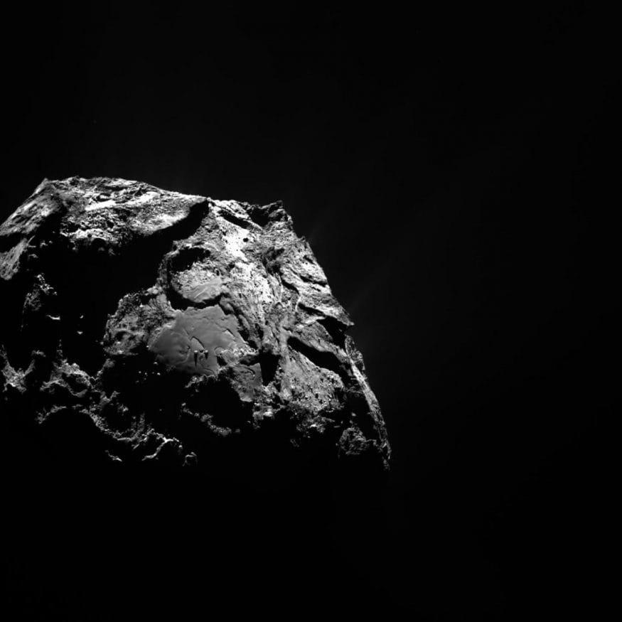 ఈ తోకచుక్క చెంతకు వెళ్లేందుకు 2004 మార్చి 2న రొసెట్టా స్పేస్ క్రాఫ్ట్ని పంపింది యూరోపియన్ స్పేస్ ఏజెన్సీ. 2014 ఆగస్టు 6న తోకచుక్కను సమీపించింది రొసెట్టా. 2014 సెప్టెంబర్ 10న తోకచుక్క కక్ష్యామార్గంలోకి ప్రవేశించింది. (Image : ESA/Rosetta/MPS for OSIRIS Team MPS/UPD/LAM/IAA/SSO/INTA/UPM/DASP/IDA)