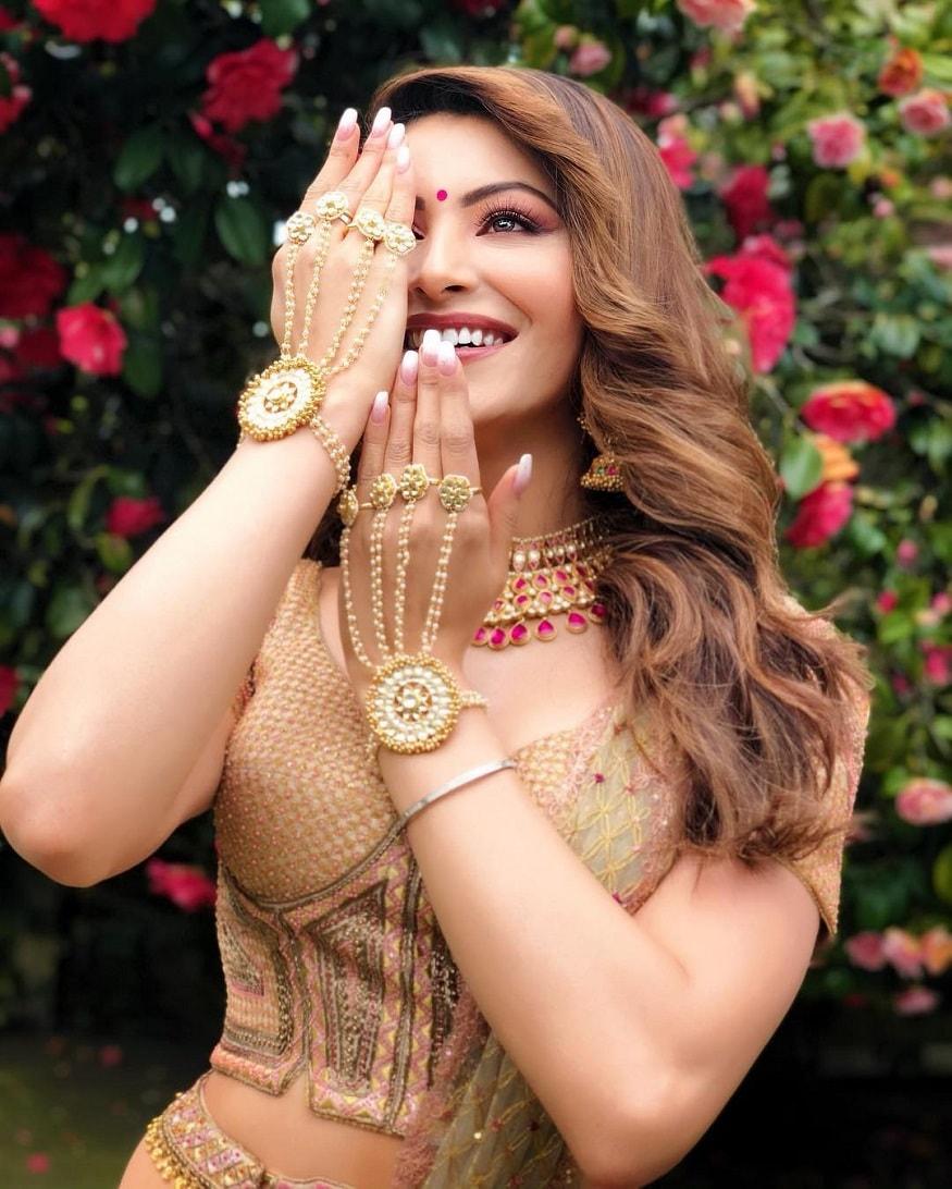 మత్తెక్కిస్తోన్న ఊర్వశి రౌటేలా మాక్జిమ్ ఫోటోషూట్ Instagram.com/urvashirautela/