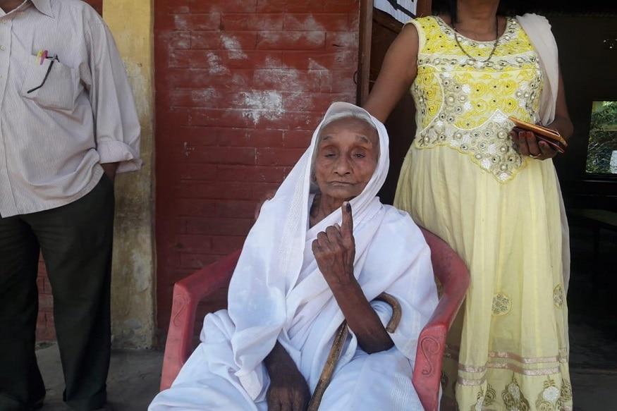 అసోంకు చెందిన శతాధిక వృద్ధురాలు లకీ పాల్(104 ) ఎన్నికల్లో తన ఓటు హక్కును వినియోగించుకున్నారు.