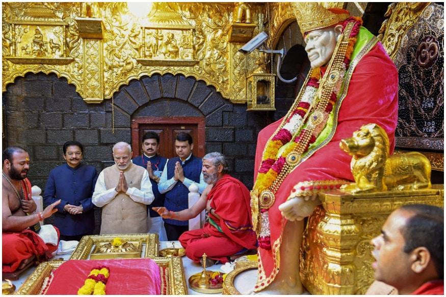 షిరిడీలోని సాయిబాబా మందిరంలో ప్రత్యేక ప్రార్థనలు నిర్వహిస్తున్న ప్రధాని మోడీ (Image : PTI)