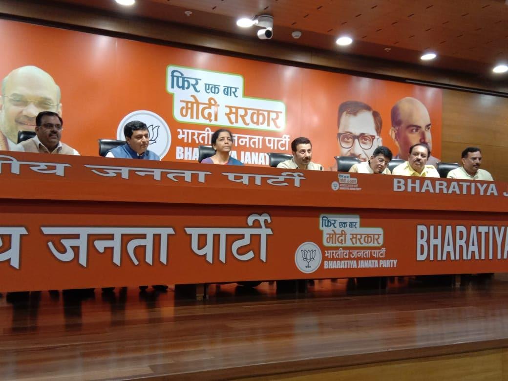ఈనెల 21న బీజేపీ జాతీయ అధ్యక్షుడు అమిత్ షాతో సన్నీడియోల్ సమావేశం అయ్యారు.