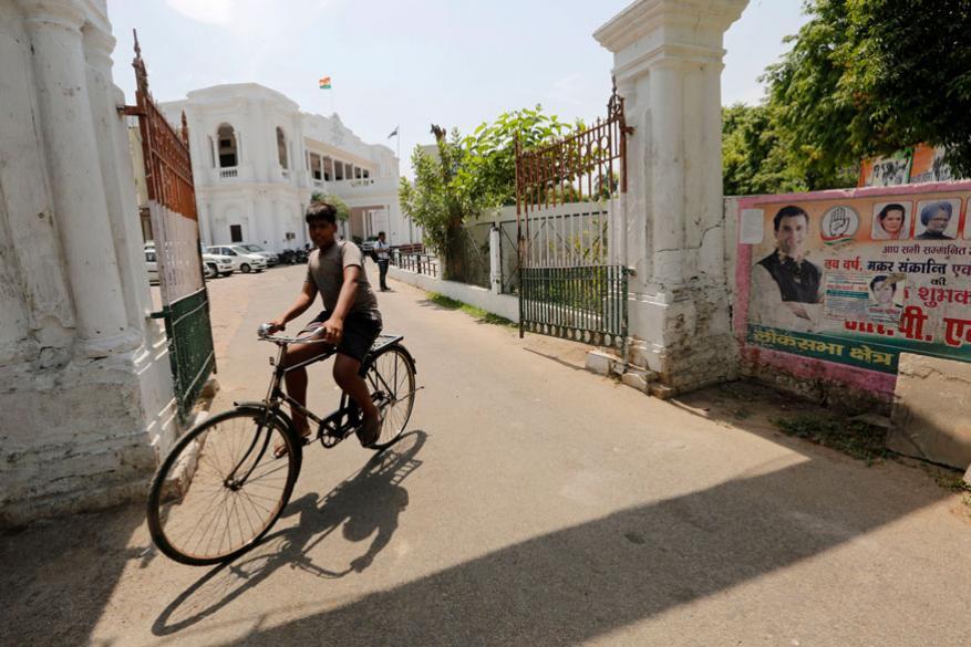 3. ఉత్తరప్రదేశ్లోని లక్నోలో వెలవెలబోయిన కాంగ్రెస్ పార్టీ కార్యాలయం. (Image: AP)