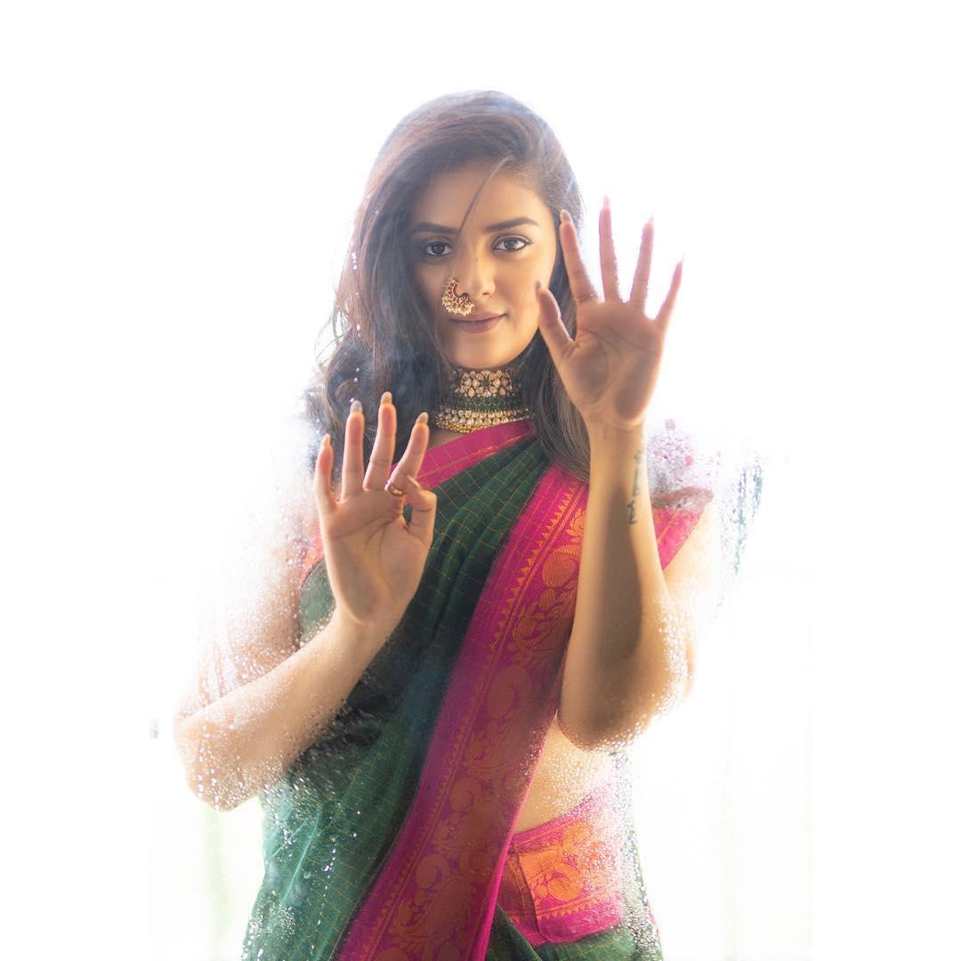 యాంకర్ శ్రీముఖి గ్లామరస్ యాంగిల్ (Photo: Instagram/sreemukhi)
