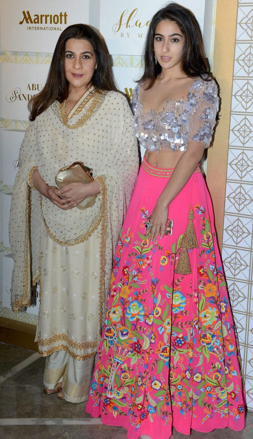 తల్లి అమృత సింగ్తో సారా అలీ ఖాన్ (Image: PTI)