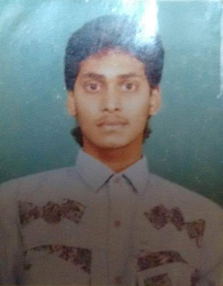కాలేజ్ విద్యను అభ్యసించే సమయంలో వైఎస్ జగన్ మోహన్ రెడ్డి...(photo: twitter)