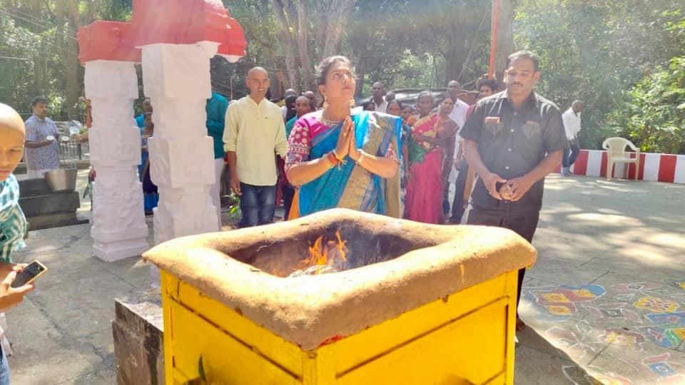 అంజరమ్మ కణం ఆలయంలో ఎమ్మెల్యే రోజా