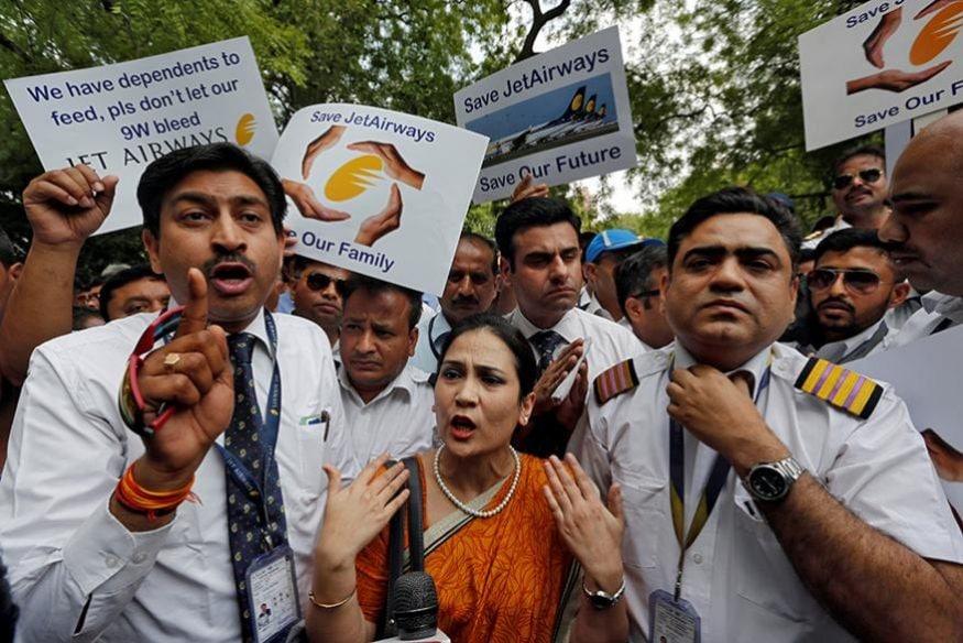 ఢిల్లీలో జెట్ ఎయిర్ వేస్ ఉద్యోగులు, వారి కుటుంబ సభ్యుల ధర్నా (Image: Reuters)