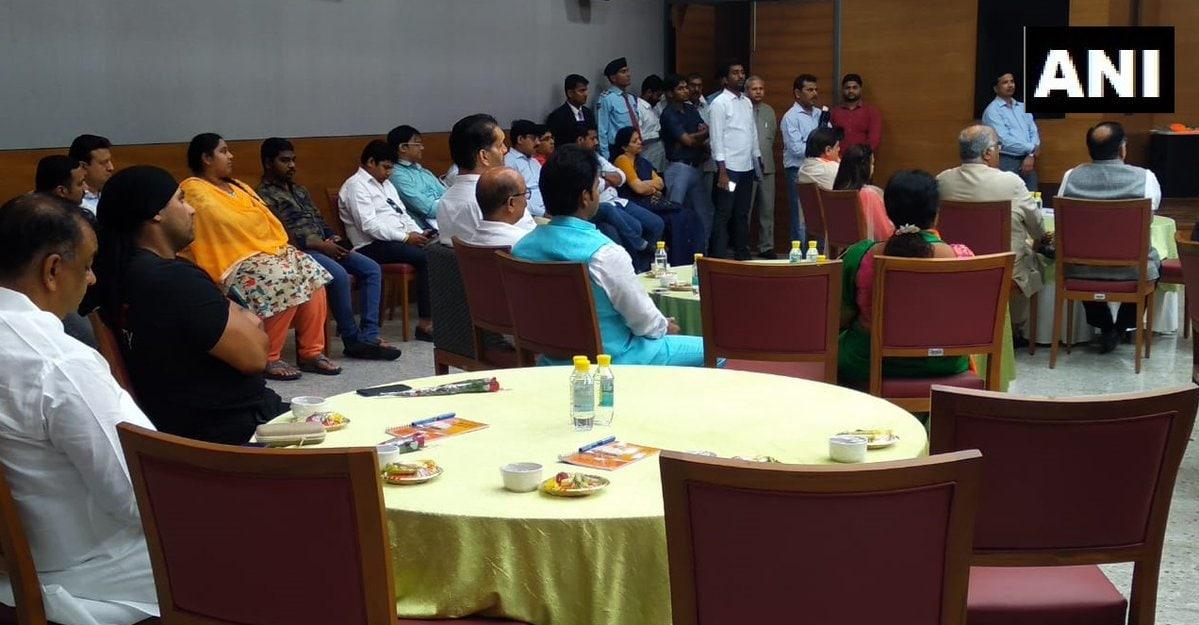 బీజేపీకి మద్దతుగా నిర్వహించిన ఆత్మీయ సమావేశానికి హాజరైన వినోద రంగ ప్రముఖులు (Image:ANI)