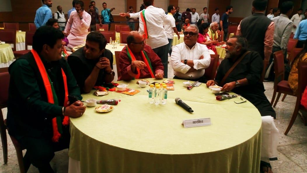 బీజేపీకి మద్దతుగా నిర్వహించిన ఆత్మీయ సమావేశానికి హాజరైన వినోద రంగ ప్రముఖులు