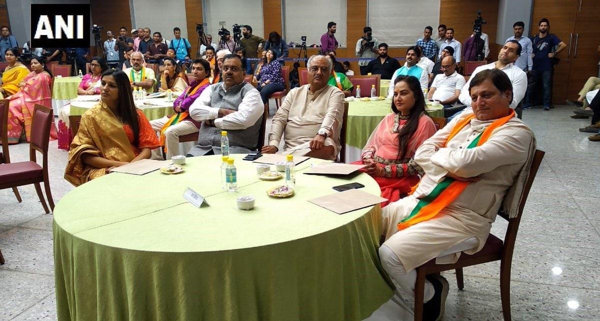 బీజేపీకి మద్దతుగా నిర్వహించిన ఆత్మీయ సమావేశానికి హాజరైన జయప్రద, బోనీ కపూర్ (Image:ANI)