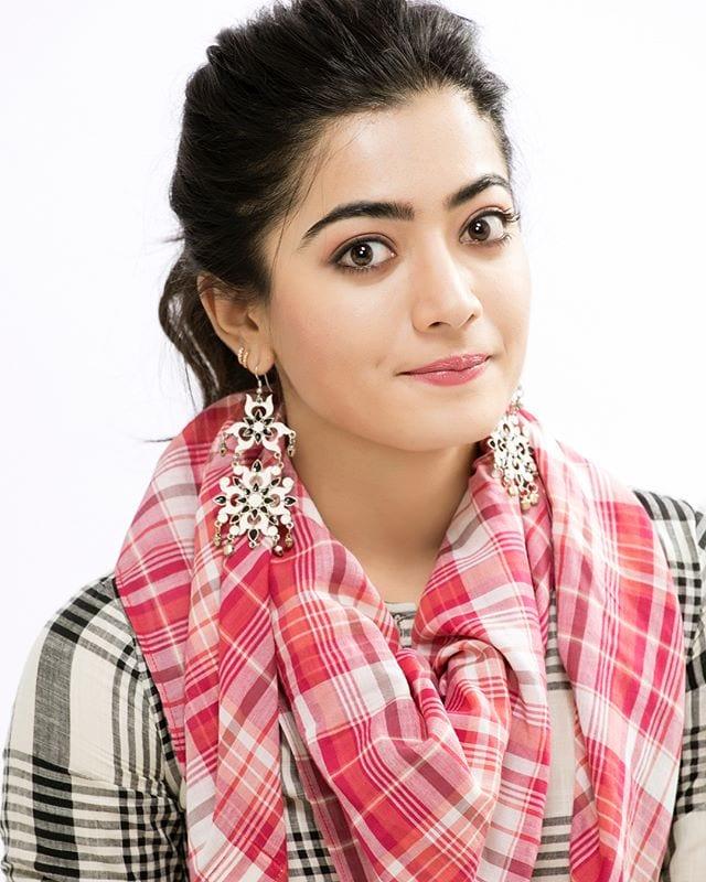 రష్మిక మందన్న హాట్ ఫోటో షూట్ Photo: Instagram.com/rashmika_mandanna