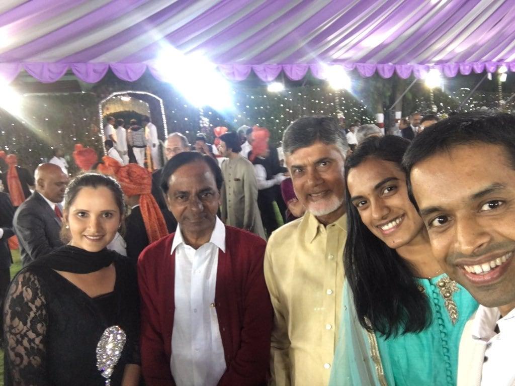 తెలుగు రాష్ట్రాల సీఎంలతో సానియా మీర్జా, సింధు,గోపిచంద్ Photo: Instagram.com/mirzasaniar