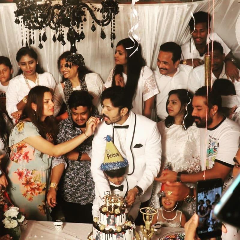 కౌశల్కు కేక్ తినిపిస్తున్న గీతా మాధురి..(Image : Instagram)