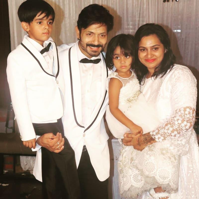 బర్త్ డే వేడుకల్లో పిల్లలతో కౌశల్ దంపతులు..(Image : Instagram)