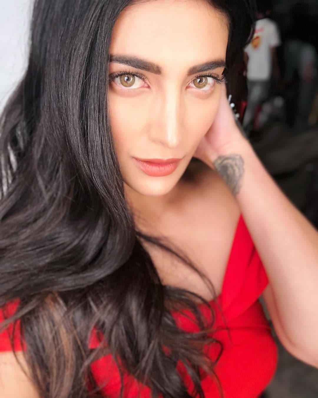 శృతి హాసన్ ఫోటోస్.. Photo: Instagram.com/shrutzhaasan/