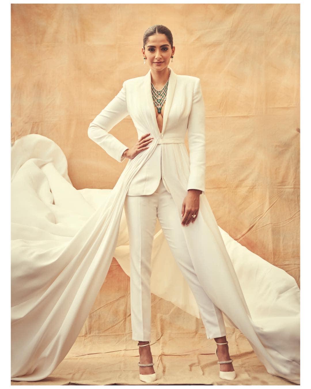 కేన్స్ ఫిల్మ్ ఫెస్టివల్లో అదరగొట్టిన సోనమ్ కపూర్ Photo: Instagram.com/sonamkapoor