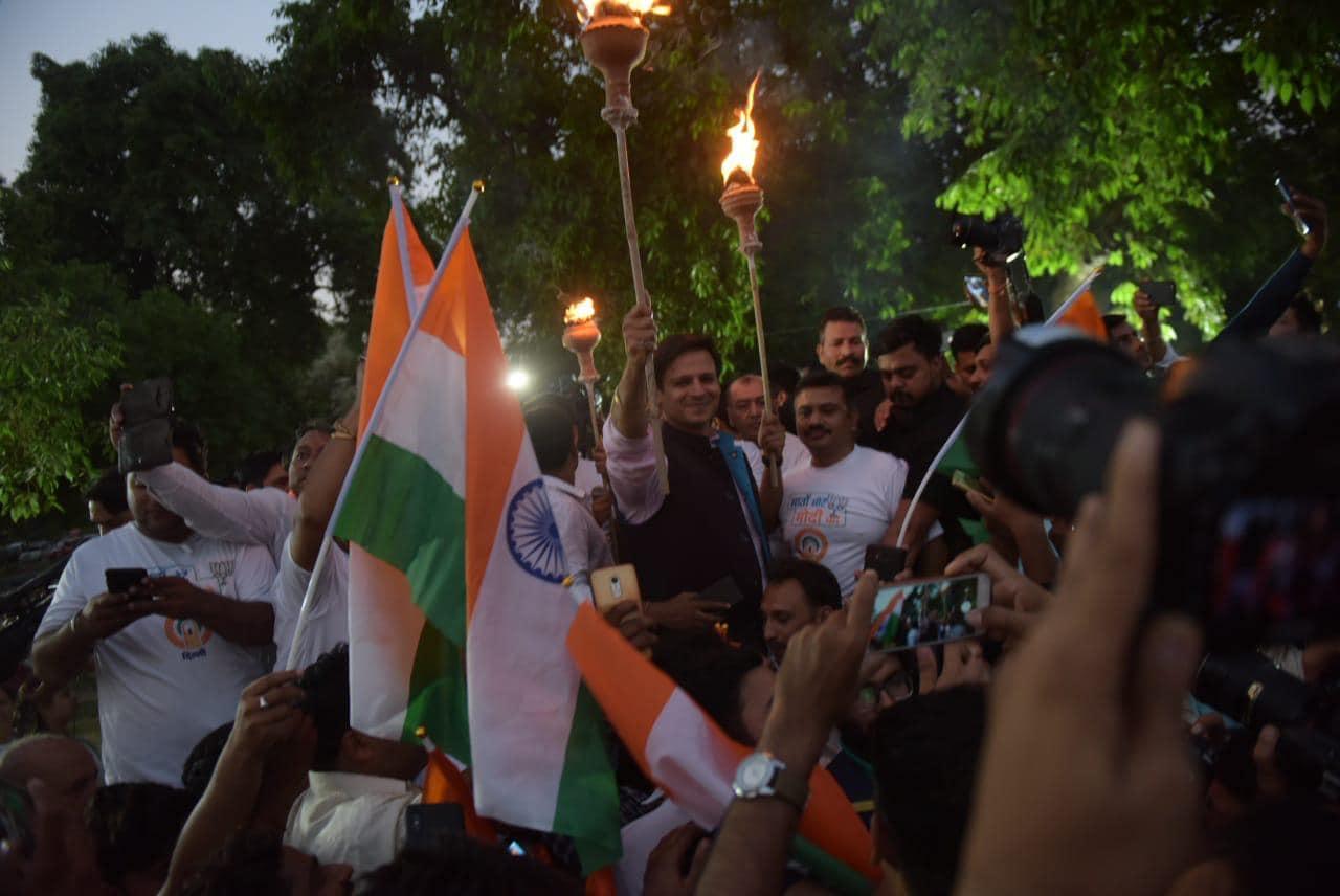 ఢిల్లీ గేటు వద్ద నిర్వహించి మషాల్ యాత్రలో పాల్గొన్న వివేక్ ఒబెరాయ్