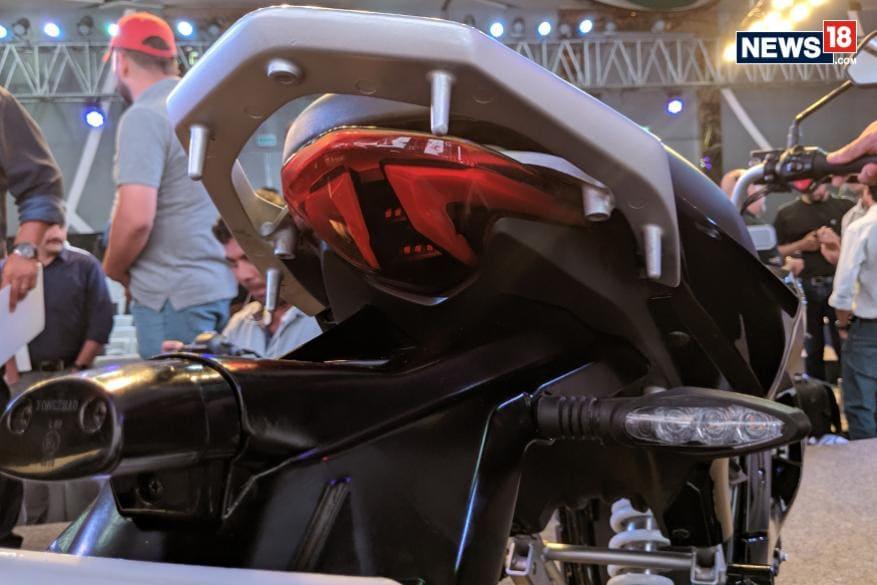 13. రెవాల్ట్ ఆర్వీ 400 మోటార్ సైకిల్. (Photo: Manav Sinha/News18.com)