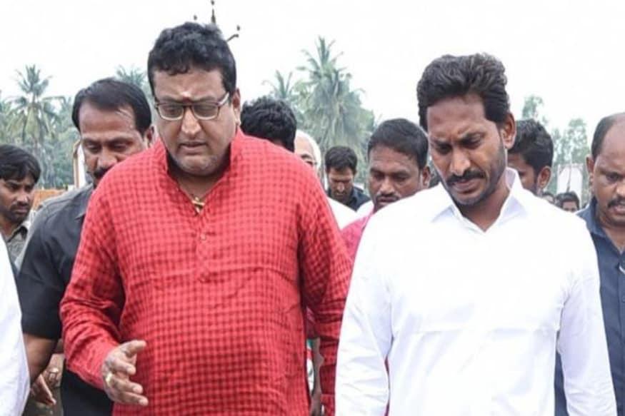 YSRCP Leader, Comedian 30 years Prudhvi Sensational Comments on Tollywood about the victory of AP CM YS Jagan pk.. ఆంధ్రప్రదేశ్లో వైఎస్ జగన్ సంచలనాలు ఇప్పటికీ ఆగడం లేదు. ఆయన గెలిచి కూడా నెల రోజులు అవుతున్నా.. ముఖ్యమంత్రిగా ప్రమాణ స్వీకారం చేసిన తర్వాత కూడా ఇప్పటికీ జగన్ నామస్మరణ నడుస్తూనే ఉంది. ys jagan,ys jagan twitter,ap cm ys jagan,ys jagan 30 years prudhvi,30 years prudhvi comments on tollywood,ys jagan elections 2019,ysrcp victory,prudhvi raj,comedian prudhvi raj,ys jagan mohan reddy,prudhvi raj comedy,30 years prudhvi,30 years prudhvi interview,30 years industry prudhvi raj,prudhvi raj about ys jagan,prudhvi raj interview,prudhvi raj comedy scenes,ys jagan speech,prudhvi raj ysrcp,prudhvi raj about jagan,30 years industry,prudhvi on ys jagan,telugu cinema,30 ఇయర్స్ పృథ్వీ,టాలీవుడ్ పెద్దలపై 30 ఇయర్స్ పృథ్వీ సంచలన వ్యాఖ్యలు,వైఎస్ జగన్ 30 ఇయర్స్ పృథ్వీ,తెలుగు సినిమా,వైఎస్ఆర్సీపీ విజయం