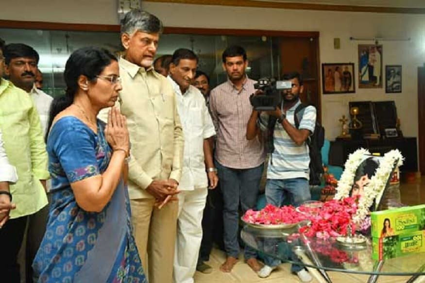 Andhra pradesh Ex Chief Minister Nara Chandrababu Naidu And TDP MLA Nandamuri Balakrishna Visits Super Star Krishna Residence Due to His Wife Vijaya nirmala demise,vijaya nirmala,ap ex chief minister chandra babu naidu,tdp mla nandamuri balakrishna,nbk,balayya,chandra babu balakrishna visits krishna house,chandra babu balakrishna tributs vijaya niramala tributs,vijaya nirmala passes away,vijaya nirmala family members paid tributes,krishna,mahesh babu,naresh,adiseshagiri rao,manjula,vijaya nirmala died,vijaya nirmala dead,vijaya niramal filmy career,vijaya nirmala actiing career,vijaya nirmala film journey,vijaya nirmala movies,vijaya nirmala songs,krishna and vijaya nirmala,vijaya nirmala (film actor),vijaya nirmala son,vijaya nirmala family,vijaya nirmala speech,vijaya nirmala birthday,director vijaya nirmala,vijaya nirmala interview,vijaya nirmala life story,vijaya nirmala first husband,vijaya nirmala maa,vijaya nirmala hot,vijaya nirmala news,vijaya nirmala meena,vijaya nirmala awards,mahesh babu step mother vijaya niramal pasees away,naresh mother vijaya nirmala passes away,విజయనిర్మల,విజయ నిర్మల,విజయ నిర్మల కన్నుమూత,కన్నుమూసిన విజయ నిర్మల,విజయ నిర్మల కృష్ణ,కృష్ణ సతీమణి కన్నుమూత,నరేష్ తల్లి విజయ నిర్మల కన్నుమూత,మహేష్ బాబు పిన్ని విజయ నిర్మల కన్నుమూత,విజయ నిర్మల నట ప్రస్థానం,విజయ నిర్మల జీవిత ప్రస్థానం,మహేష్ బాబు,కృష్ణ,మంజుల,చంద్రబాబు పరామర్శ,బాలకృష్ణ పరామర్శ,బాలయ్య పరామర్శ,