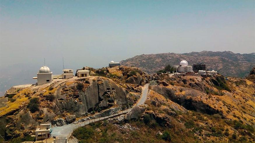 Mount Abu (Rajasthan) : రాజస్థాన్ ఎడారి ప్రపంచంలో... ఏకైన హిల్ స్టేషన్ మౌంట్ అబు. ప్రకృతి, అడ్వెంచర్ రెండూ కలగలిపిన చక్కటి టూరిస్ట్ ప్లేస్ ఇది. నేచర్ లవర్స్, హనీమూన్కి ఇది పర్ఫెక్ట్ ప్లేస్. (Image: Abhishek Vadnerkar)