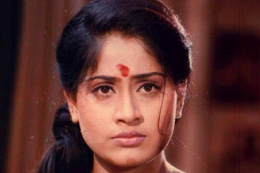 Actress Vijayashanti shocking comments for not having children.. Here behind the story pk.. జూన్ 24న విజయశాంతి పుట్టిన రోజు. దాంతో ఈమె చాలా రోజుల తర్వాత మీడియా ముందుకొచ్చింది. తన గురించి.. తన జీవితంలో జరిగిన ఆసక్తికరమైన విషయాల గురించి మనసు విప్పి మాట్లాడింది విజయశాంతి. vijayashanti,vijayashanti twitter,vijayashanti instagram,vijayashanti movies,vijayashanthi,vijayashanti about not having children,vijayashanti husband,vijayashanti latest news,vijayashanti songs,vijayashanti speech,vijayashanti news,vijayashanti reveals shocking facts about not having children,vijayashanti real life,actress vijayashanti shocking comments for not having children,vijayashanti comments on kcr,vijayashanti personal life,vijayashanthi children's,telugu cinema,విజయశాంతి,విజయశాంతి సినిమాలు,విజయశాంతి పిల్లలు,విజయశాంతి భర్త,విజయశాంతి ఫ్యామిలీ,తెలుగు సినిమా