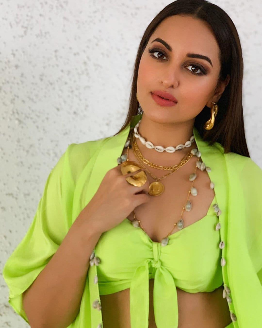 సోనాక్షి సిన్హా హాట్ ఫోటోస్...Photo : Instagram.com/aslisona