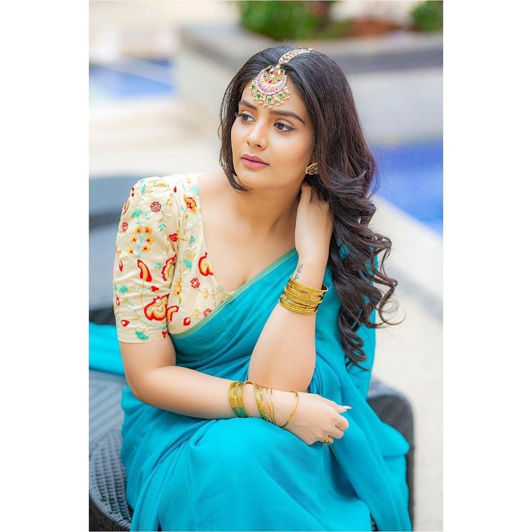 యాంకర్ శ్రీముఖి ఫోటోషూట్ Photo: Instagram.com/sreemukhi