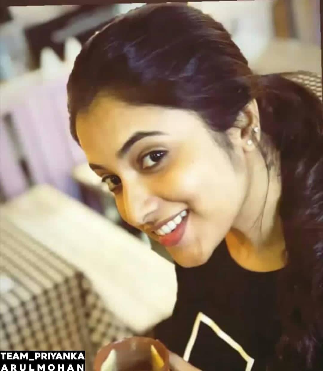 నాని గ్యాంగ్ లీడర్ హీరోయిన్... ప్రియాంక అరుల్ మోహన్ అదిరిపోయే ఫోటోస్... Photo ; Twitter