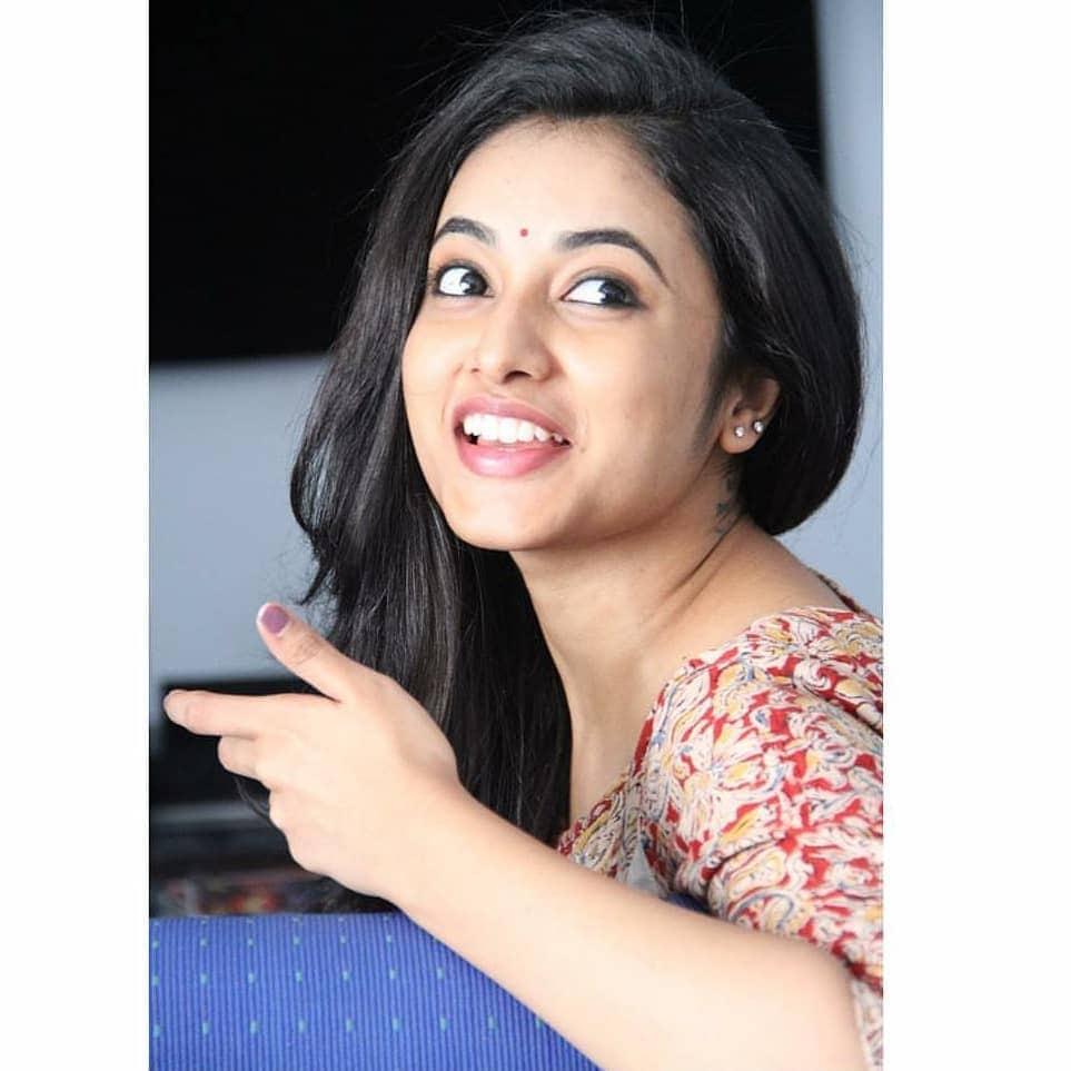 నాని గ్యాంగ్ లీడర్ హీరోయిన్... ప్రియాంక అరుల్ మోహన్ అదిరిపోయే ఫోటోస్... Photo: Instagram