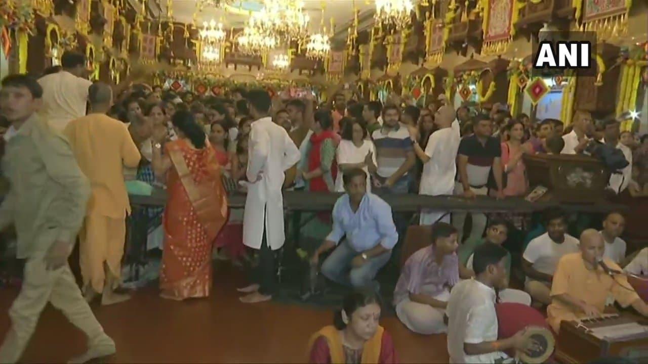 ముంబై... గిర్గావ్లోని ఇస్కాన్ ఆలయంలో జన్మాష్టమి వేడుకలు (image : Twitter - ANI)