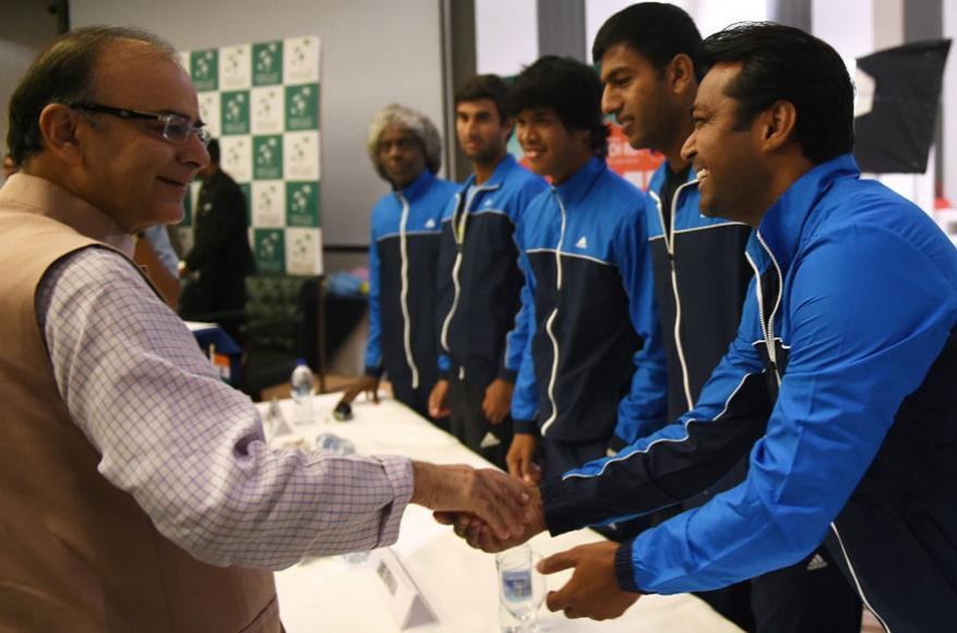 లియాండర్ పేస్తో అరుణ్ జైట్లీ (Image: AFP)