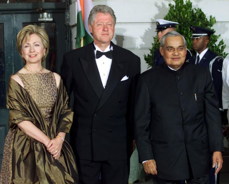 అప్పటి అమెరికా ప్రెసిడెంట్ బిల్ క్లింటన్ దంపతులతో అటల్ జీ (Image: Reuters)