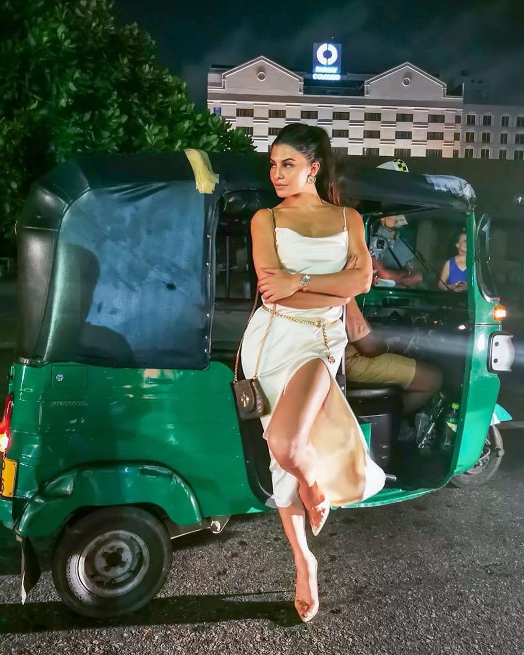 జాక్వెలిన్ ఫెర్నాండెజ్ హాట్ ఫోటోస్ Photo : Instagram.com/jacquelinef143