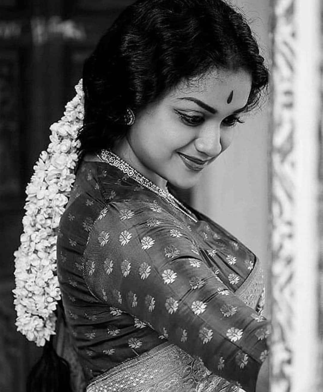 మహానటి సినిమా సావిత్రి పాత్రధారి కీర్తి సురేష్ ఫోటోస్ Photo : Instagram