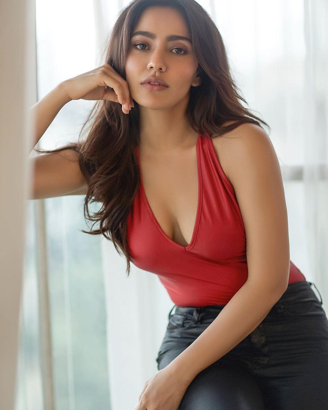 నేహా శర్మ హాట్ ఫోటోస్.. Instagram/nehasharmaofficial