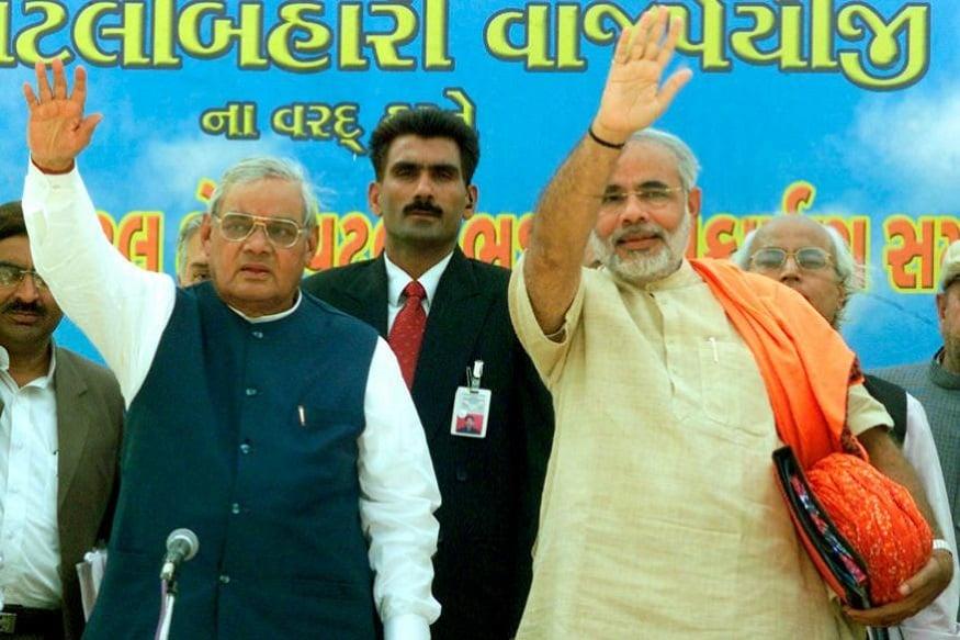 మాజీ ప్రధాన మంత్రి వాజ్పేయితో భారత ప్రధాన మంత్రి నరేంద్ర మోదీ (Image: Reuters)
