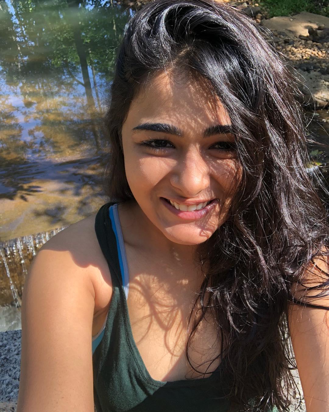 షాలిని పాండే హాట్ ఫోటోస్ Photo: Instagram/shalzp