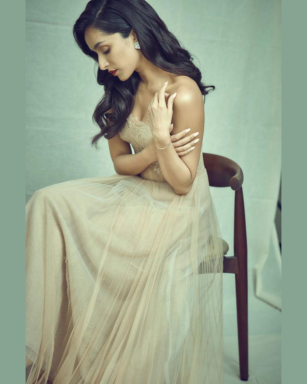 'సాహో' ఫేమ్ శ్రద్ధా కపూర్ లేటెస్ట్ ఫోటో షూట్ (Twiitter/photo)