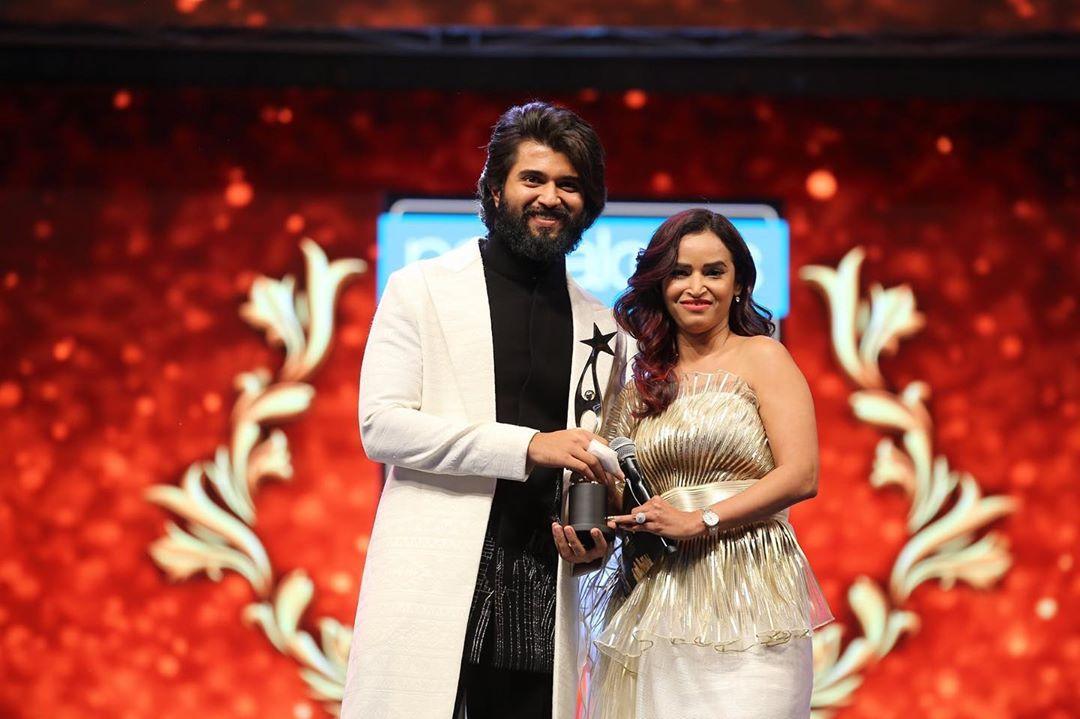 SIIMA Awards-2019 : సైమా వేడుకల్లో విజయ్ దేవరకొండ (Image : Instagram)