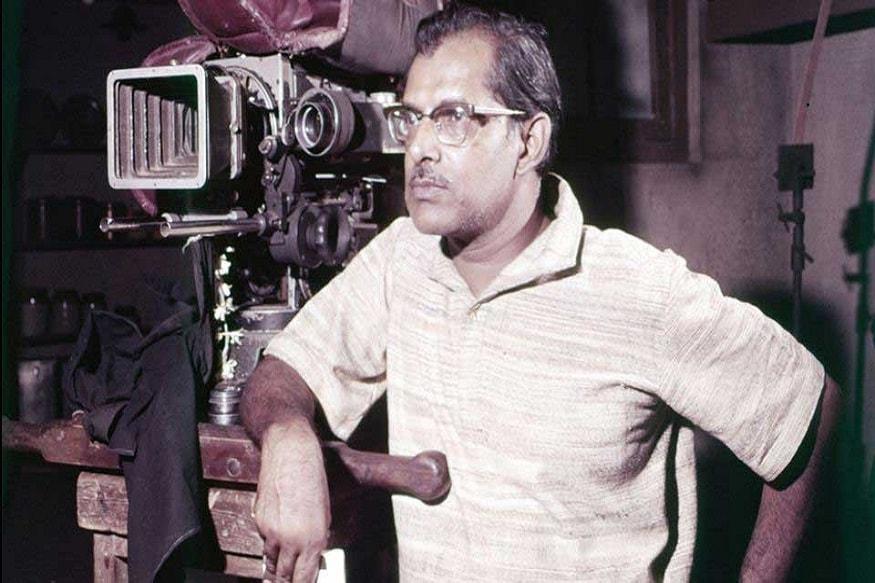 31. బాలీవుడ్ దర్శకుడు హృషికేష్ ముఖర్జీ (1999)లో దాదా సాహెబ్ ఫాల్కే అవార్డు అందుకున్నారు.