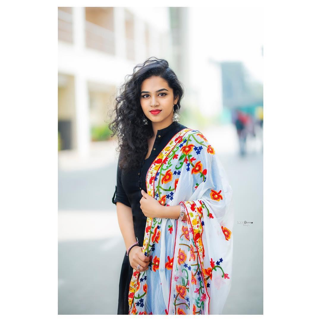 సింగర్ మనీషా ఈరబత్తిని ఫోటోస్ Photo : Instagram/manisha.eerabathini